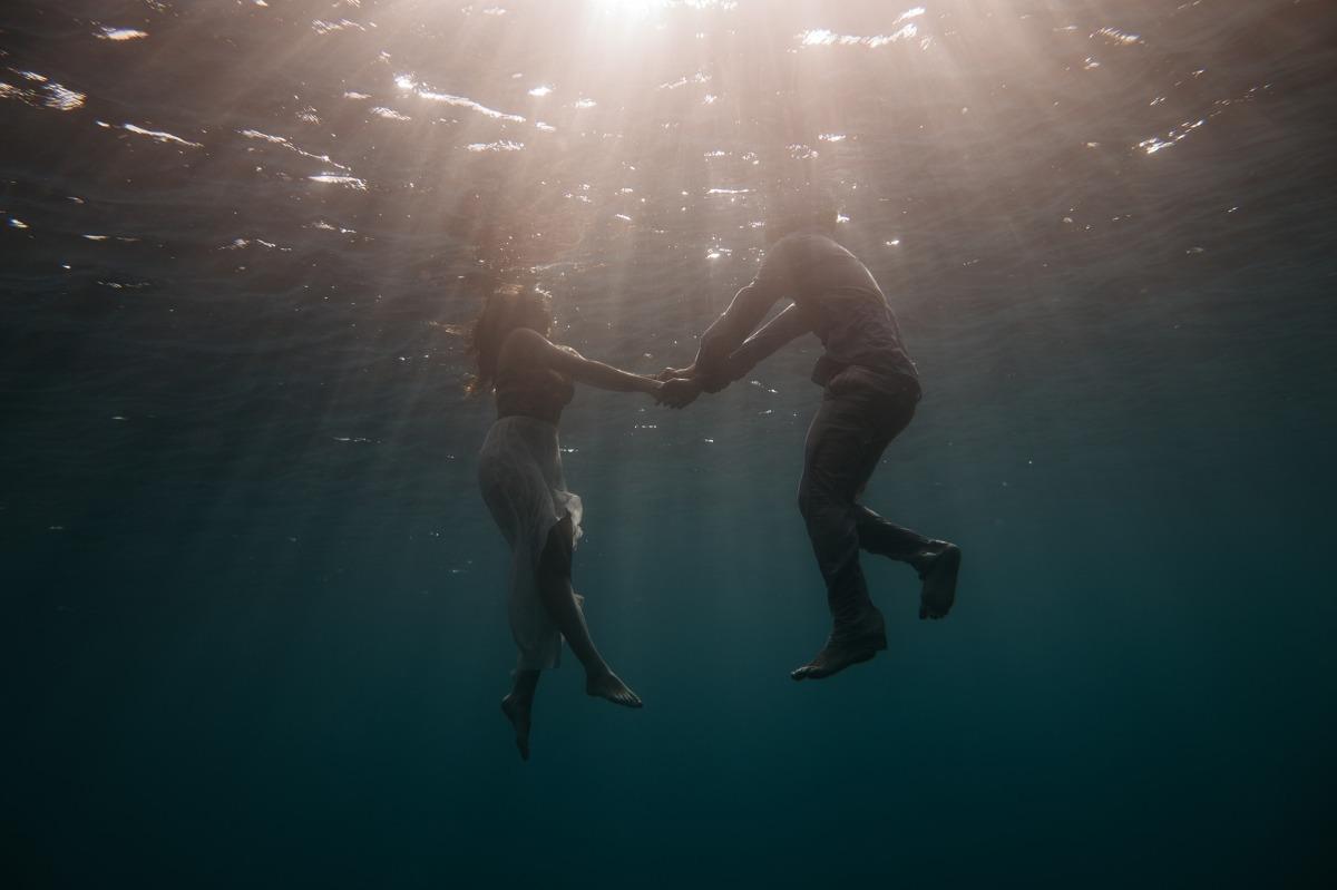 Intense attraction – In the Dark14